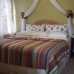 King size bed - Birds of Paradise room