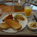 朝食は焼きたての手作りパンに、手作りヨーグルト