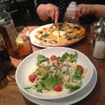 Classic spinaci florentine pizza and salad
