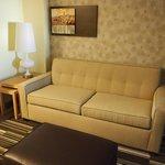 Huoneen oleskelutilan sohva