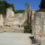 Chiesa sovrastante le catacombe, ancora consacrata. Altare.