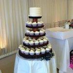 Young Wedding #hummingbirdbakery