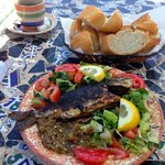 Fresh grilled fish with lovely bread an veggies