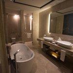 Sea view club room bathroom