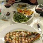 typische Spezialitaet im LA ROSA: gegrillter Fisch