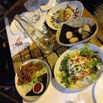 Eccoli i nostri antipasti!! Panzanella, pollo al sesamo e melanzana ripiena