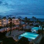 Abendlicher Blick vom Hotelzimmer