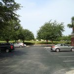 Hotel Hampton Orlando - estacionamento fundos