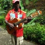 Местный гитарист, за доллар сочинит песню именно про Вас