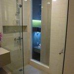 シャワーブース(部屋側にスライドドア有り)