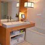 Casa de banho do quarto-Hotel Tivoli Victoria-Algarve