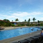 big pool/childrens pool