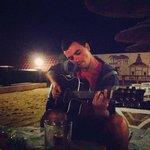 Мы играли и пели вечером на гитаре на пляже - это было очень романтично!
