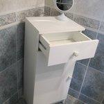 Meuble de salle de bain bancale