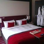 Seperate Bedroom, access thru lounge area