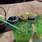 mojito/tapas autour du bar