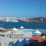 Vista della piscina dall'hotel