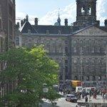Foto di palzzo reale di Amsterdam dalla stanza.