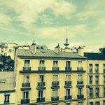 Una vista di Parigi dalla nostra stanza (lì dietro c'è la Tour Eiffel)
