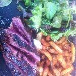 Magret de canard de la maison Samaran - frites maison à la graisse de canard - salade