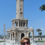 el reloj en plaza Konak