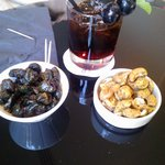 Seasoned olives and roasted nuts
