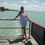 balsa que atravessa a Baía