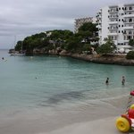 Залив и отель