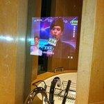 телевизор в ванной комнате