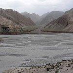 Austritt des Ges-Flusses in das Kunlun-Vorgebirge
