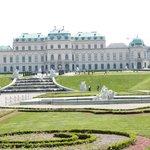 Schloss Belvedere, gleich neben dem Hotel