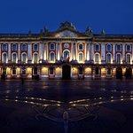 Das Rathaus auch um Mitternacht