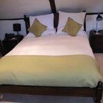 John Sutherland suite bed
