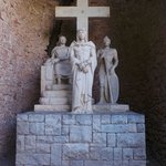Одина из скульптур Монастыря Монтсеррат !