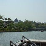 堀川から見た松江城