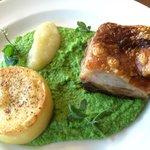 Blythburgh free range belly pork, fondant potato, pea purée, apple sauce, apple crisps (oups! Ca