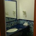 Room 443 bathroom