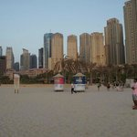 Вид с пляжа отеля на Дубай Марину.