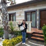 Mady devant notre bungalow