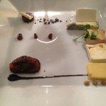 """Fraises Gariguette au chocolat """"pur Vénezuela"""", glace à l'olive et meringue"""