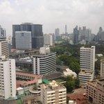 zicht op Bangkok van uit de kamer