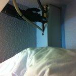 Cableado por encima de almohadas de repuesto