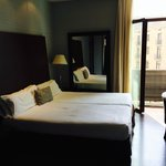 Two single beds to make up double. Balcony to Las Ramblas