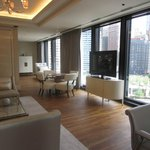 Classic River View Suite - Parlor and view