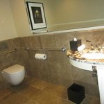 Classic River View Suite - powder room