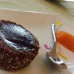 Mousse di carrube al cioccolato con salsa all'arancia
