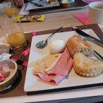 ブリット ホテル トゥール シュッド ・・・朝食レストラン