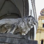 Lion by entrance to Feldherrnhalle