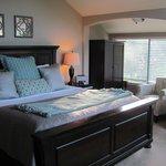 Creekside Room 12 - King bed