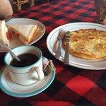 Le petit déjeuné au choix Sandwich ou crêpe, thé ou café, rien d'autre et en une quantité! Pas d